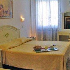 Hotel Airone 2* Стандартный номер с двуспальной кроватью (общая ванная комната) фото 2