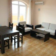 Апартаменты Menada Sky Dreams Apartment Свети Влас комната для гостей фото 5