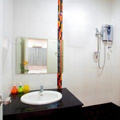 Отель Baan Sutra Guesthouse 3* Стандартный номер фото 15