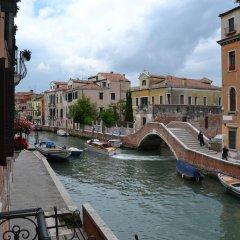 Отель Suite in Venice Ai Carmini балкон