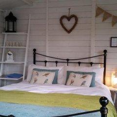 Отель The Little Hide - Grown Up Glamping Бунгало с различными типами кроватей фото 21