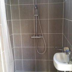 Отель Paranjib Guesthouse Франция, Париж - отзывы, цены и фото номеров - забронировать отель Paranjib Guesthouse онлайн ванная фото 2