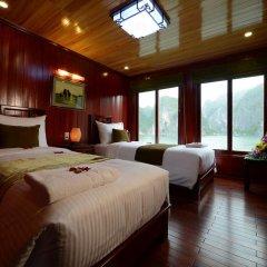 Отель Halong Royal Palace Cruise 3* Номер Делюкс с двуспальной кроватью