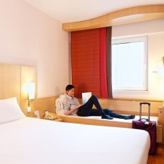 Zhongshan The Center Hotel 3* Номер Делюкс с различными типами кроватей