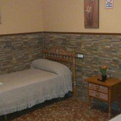 Отель Pension Los Faroles Испания, Фуэнхирола - отзывы, цены и фото номеров - забронировать отель Pension Los Faroles онлайн удобства в номере