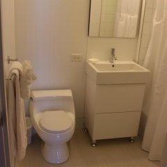 Отель The Ritz Plaza ванная фото 2