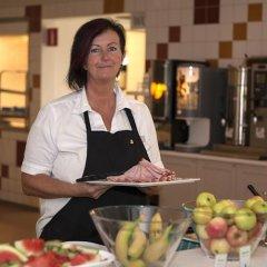 Отель Lisebergsbyn Karralund Швеция, Гётеборг - отзывы, цены и фото номеров - забронировать отель Lisebergsbyn Karralund онлайн питание фото 3