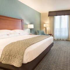 Отель Drury Inn & Suites St. Louis Brentwood 3* Номер Делюкс с различными типами кроватей фото 5
