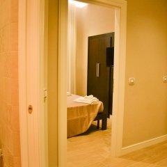 Отель The Wesley Rome 3* Стандартный номер с двуспальной кроватью (общая ванная комната)