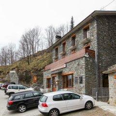 Отель Hostal Les Roquetes Керальбс парковка