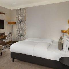 Отель Reichshof Hamburg, Curio Collection by Hilton 4* Номер Medium с двуспальной кроватью фото 10