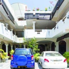 Отель Angel Inn Guest House парковка