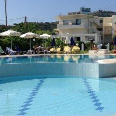 Отель Elpida Beach Studios бассейн