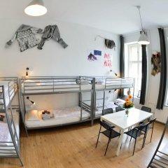 Kiez Hostel Berlin Кровать в общем номере с двухъярусной кроватью фото 11