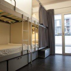Отель St Christopher's Inn Кровать в общем номере фото 7