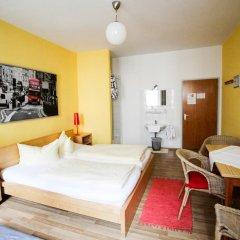 Отель Pension/Guesthouse am Hauptbahnhof Стандартный номер с двуспальной кроватью (общая ванная комната)