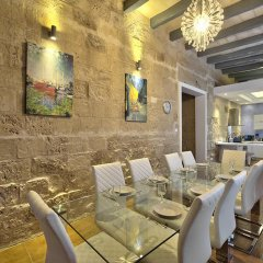Отель Waterfront Valletta House гостиничный бар