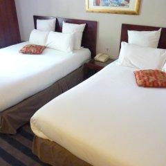 Отель Hôtel Saint Cyr Etoile 3* Улучшенный семейный номер с двуспальной кроватью