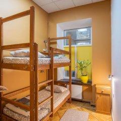 Хостел Берлога Кровать в общем номере с двухъярусной кроватью