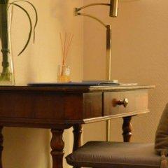 Отель Hôtel Le Petit Palais Франция, Ницца - отзывы, цены и фото номеров - забронировать отель Hôtel Le Petit Palais онлайн интерьер отеля