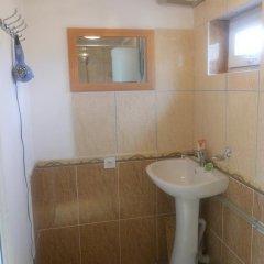 Отель B&B at Bailanysh Кыргызстан, Каракол - отзывы, цены и фото номеров - забронировать отель B&B at Bailanysh онлайн ванная фото 2