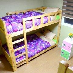 Отель Kimchee Hongdae Guesthouse Кровать в женском общем номере с двухъярусной кроватью фото 7