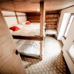 Отель Auberge du Mont-Blanc Кровать в общем номере с двухъярусной кроватью