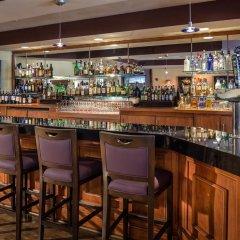 Отель DoubleTree by Hilton Carson гостиничный бар