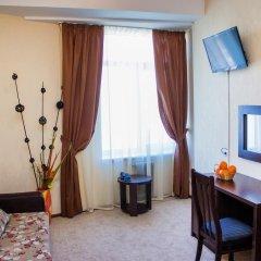 Гостиница Континент 2* Стандартный семейный номер с разными типами кроватей