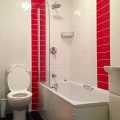 Acton Town Hotel 2* Номер с общей ванной комнатой с различными типами кроватей (общая ванная комната) фото 3