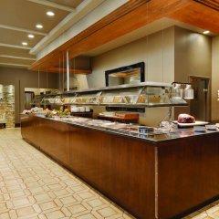 Отель Best Western Premier Calgary Plaza Hotel & Conference Centre Канада, Калгари - отзывы, цены и фото номеров - забронировать отель Best Western Premier Calgary Plaza Hotel & Conference Centre онлайн питание фото 2