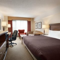 Отель Travelodge by Wyndham Saskatoon 3* Стандартный номер с различными типами кроватей фото 2