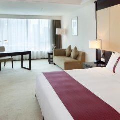Отель Holiday Inn Guangzhou Shifu 4* Улучшенный номер с разными типами кроватей