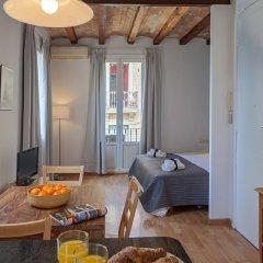 Апартаменты Habitat Apartments Beach Studio Барселона комната для гостей фото 3