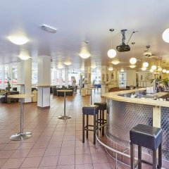 Отель a&o Düsseldorf Hauptbahnhof гостиничный бар