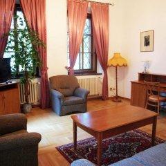 Отель U Cerneho Medveda- At The Black Bear Апартаменты с различными типами кроватей фото 9