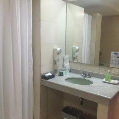 Отель Torre De Cali Plaza Hotel Колумбия, Кали - отзывы, цены и фото номеров - забронировать отель Torre De Cali Plaza Hotel онлайн ванная