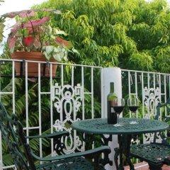 Отель Mango Tree Peaceful Pension балкон