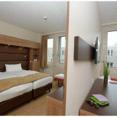 Отель Motel Plus Berlin 3* Стандартный семейный номер с различными типами кроватей фото 3