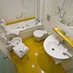 Hotel Gourmet Empordà 4* Стандартный семейный номер разные типы кроватей фото 7