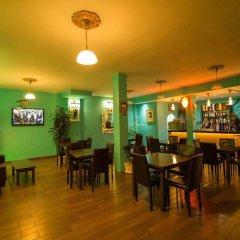Отель Holiday Park гостиничный бар