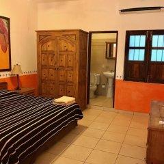 Отель Villa Serena Centro Historico Масатлан комната для гостей