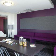 Отель Alt Hotel Toronto Airport Канада, Миссиссауга - отзывы, цены и фото номеров - забронировать отель Alt Hotel Toronto Airport онлайн помещение для мероприятий фото 2