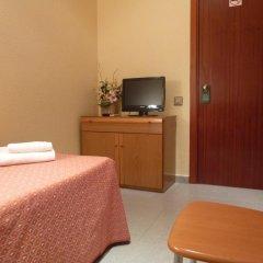 Aneto Hotel Стандартный номер с различными типами кроватей (общая ванная комната)