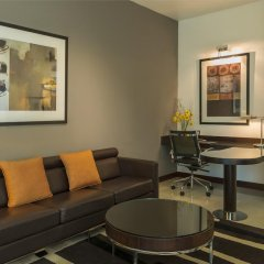 Отель Four Points by Sheraton Sheikh Zayed Road, Dubai Полулюкс с различными типами кроватей фото 3