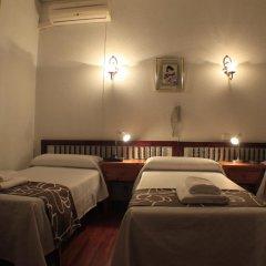 Отель Hostal Esmeralda Стандартный номер с различными типами кроватей фото 7