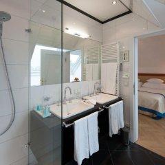 Ambassador Hotel ванная