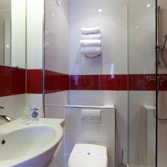 Отель Kyriad Paris 10 - Canal Saint Martin - République 3* Стандартный номер с различными типами кроватей фото 8