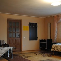 Хостел StareMisto Кровать в общем номере двухъярусные кровати