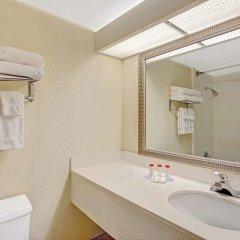 Отель Ramada Waterfront Sarasota 3* Стандартный номер с различными типами кроватей